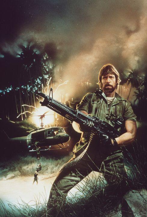Schwer bewaffnet kehrt Colonel Braddock (Chuck Norris) nach Vietnam zurück, um die Kriegsgefangenen zu befreien  ... - Bildquelle: TM &   Metro-Goldwyn-Meyer Studios Inc. All Rights Reserved.