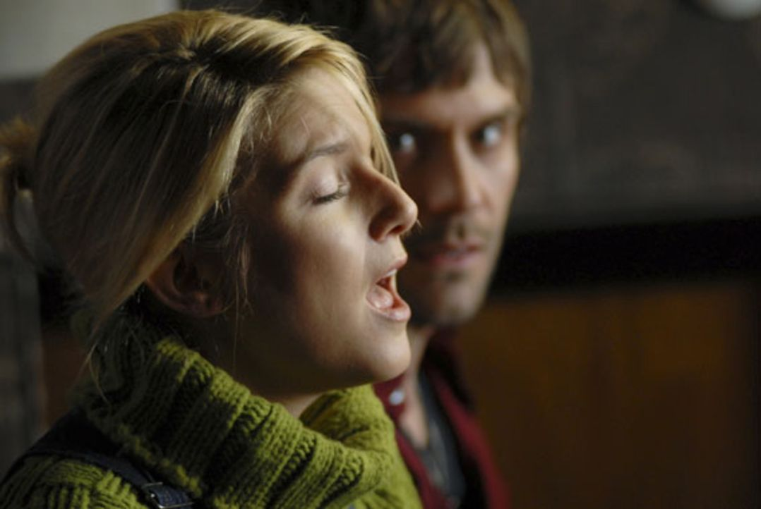 Nach anfänglichem Sträuben ist Chris (Jeanette Biedermann, l.) doch bereit, mit Mark (Daniel Wiemer, r.) eien Song zu komponieren ... - Bildquelle: Christine Schröder SAT. 1
