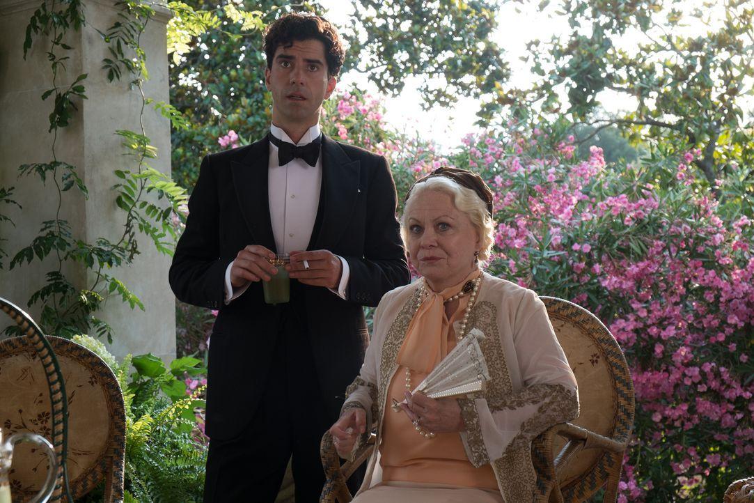 Grace Catledge (Jacki Weaver, r.), eine angesehene Dame aus gutem Hause, glaubt felsenfest an die Fähigkeiten der jungen Sophie und auch der Sohn de... - Bildquelle: Warner Bros.