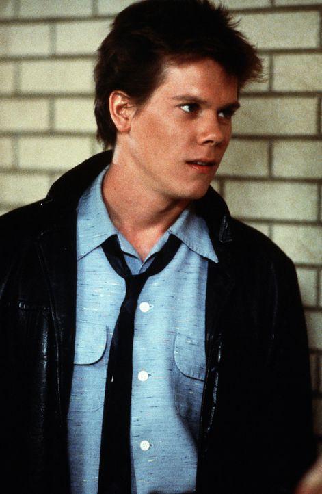 Noch ahnt Ren McCormack (Kevin Bacon) nicht, was sein Umzug von Chicago ins Provinznest Bomont wirklich für ihn bedeutet ... - Bildquelle: 1984 by Paramount Pictures Corporation. All rights reserved.