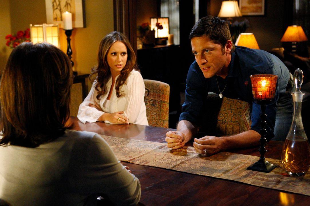 Jim (David Conrad, r.) kann nicht glauben, was Beth (Anne Archer, l.) erzählt und zwingt sie, endlich die ganze Wahrheit auszupacken. Melinda (Jenni... - Bildquelle: ABC Studios