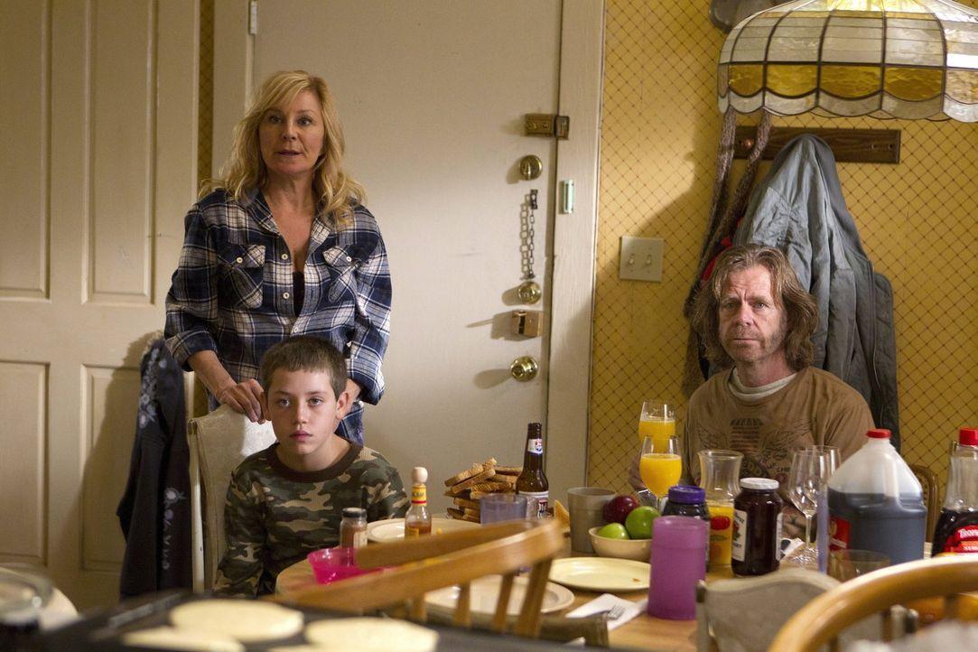 Die zurückgekehrte Monica (Chloe Webb, l.) scheint sich mit Frank (William H. Macy, r.) so gut zu verstehen wie schon lange nicht mehr. Nicht nur Ca... - Bildquelle: 2010 Warner Brothers