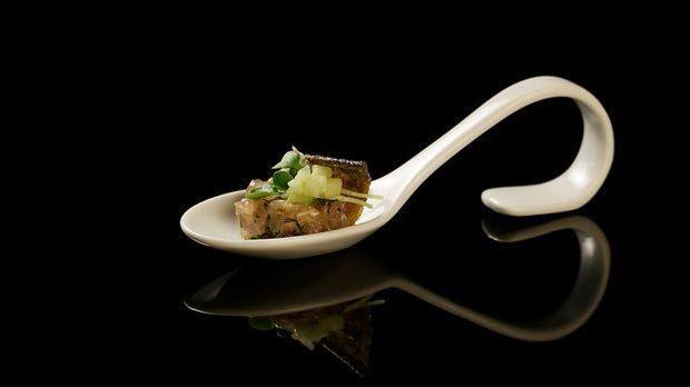 The-Taste-Stf01-Epi05-2-Forellentatar-Dennis-Heeren-02-SAT1