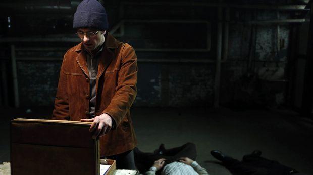Immer wieder muss Phillip (Matthew Rhys, l.) zu drastischen Maßnahmen greifen...