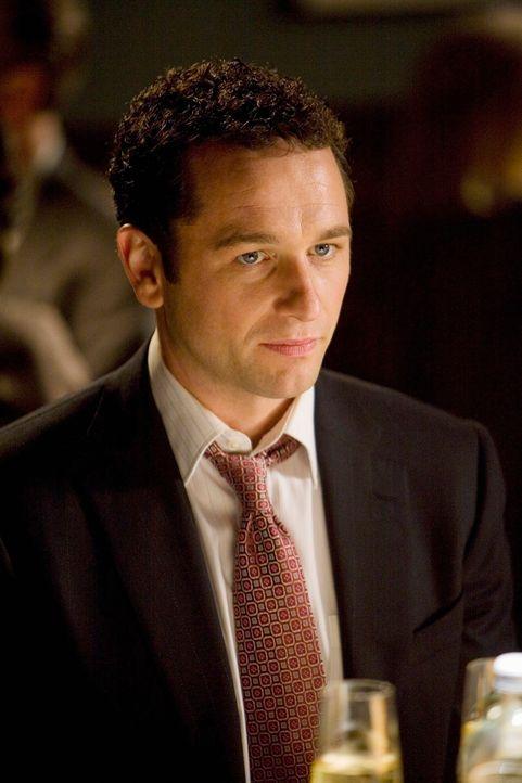 """Kevin Walker (Matthew Rhys) hofft, während eines Essens in einem bekannten Restaurant, in der Kanzlei zum """"Partner"""" berufen zu werden. - Bildquelle: 2008 ABC INC."""