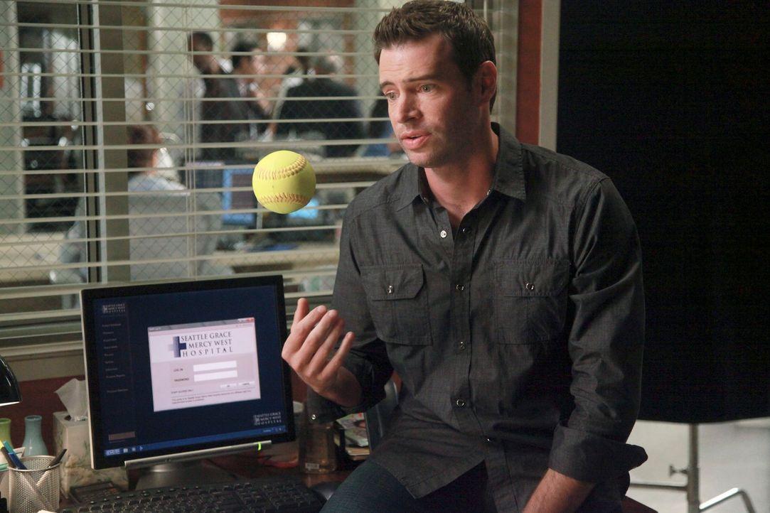 Steht Owen beim Training für das baseball-Match bei: Henry (Scott Foley) ... - Bildquelle: ABC Studios