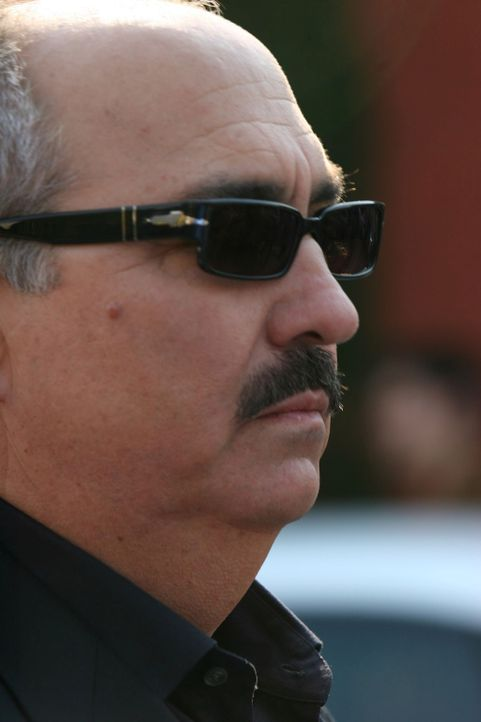 Der aktuelle Fall wirft viele Fragen auf, die Staatsanwalt Devalos (Miguel Sandoval) zu klären versucht. - Bildquelle: Paramount Network Television