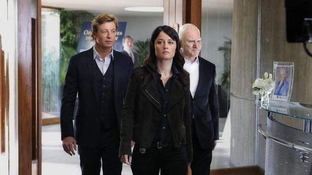 Bei einem neuen Fall, stoßen Patrick (Simon Baker, l.) und Teresa (Robin Tunn...