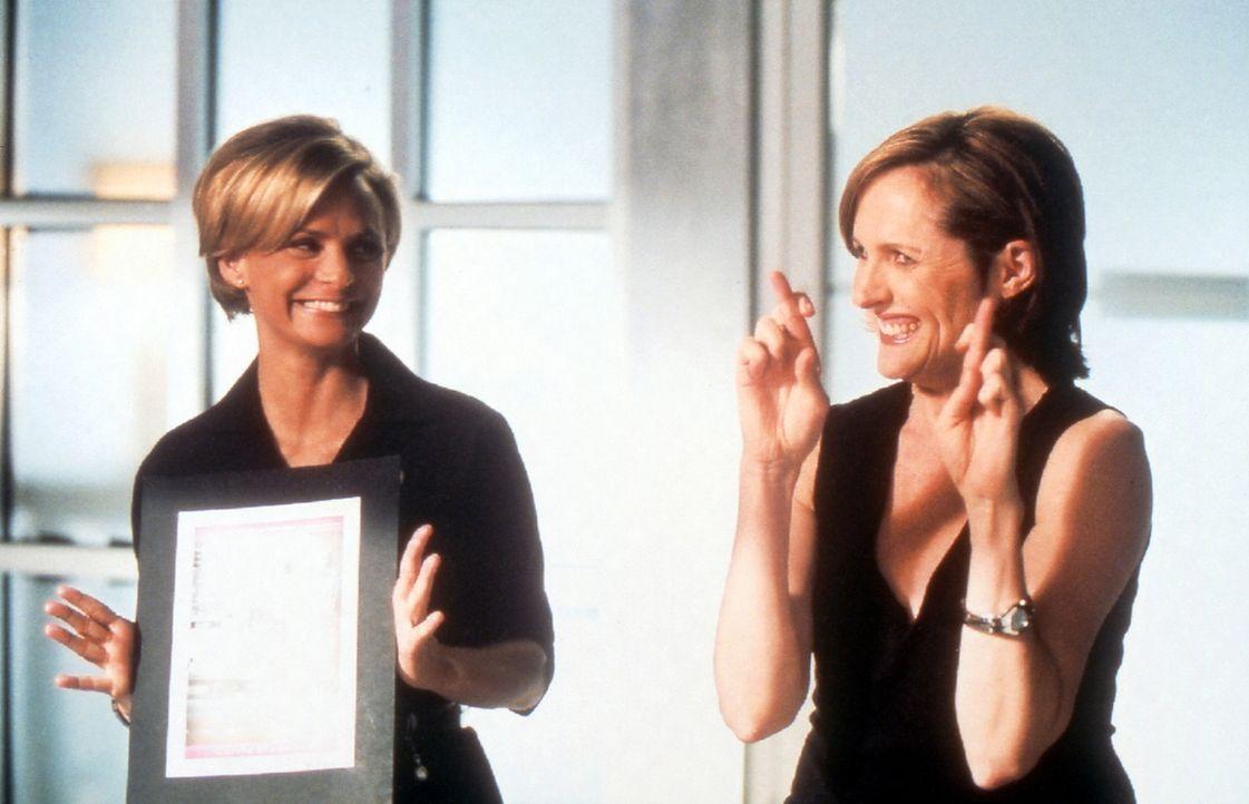 Carries gesammelte Kolumnen sollen als Buch veröffentlicht werden, und man sucht nach einem  Cover. Die Vorschläge von Courtney (Amy Sedaris, l.) an... - Bildquelle: Paramount Pictures