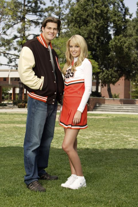 (1. Staffel) - Auch bei diesen beiden Schülern ist Sex dauerndes Gesprächsthema und zwar vor allem, weil er nicht existiert: Grace (Megan Park, r.)... - Bildquelle: ABC Family