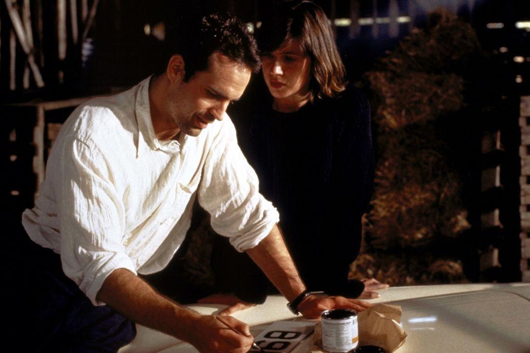 Noch ahnt Harry (Jason Patric, l.) nicht, dass die Studentin Marieke (Irène Jacob, r.) eine überaus bekannte Kunstexpertin ist ... - Bildquelle: Warner Bros.