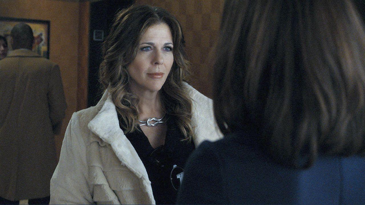 Die Kanzlei Lockhart-Gardner vertritt Viola Walsh (Rita Wilson, l.) wieder vor Gericht. - Bildquelle: CBS   2011 CBS Broadcasting Inc. All Rights Reserved.