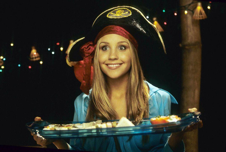 Um ihrem Idol nahe sein zu können, nimmt Jenny (Amanda Bynes) extra einen Ferienjob in Sänger Jason Masters bevorzugtem Resort auf der traumhaften K... - Bildquelle: Media 8 Entertainment