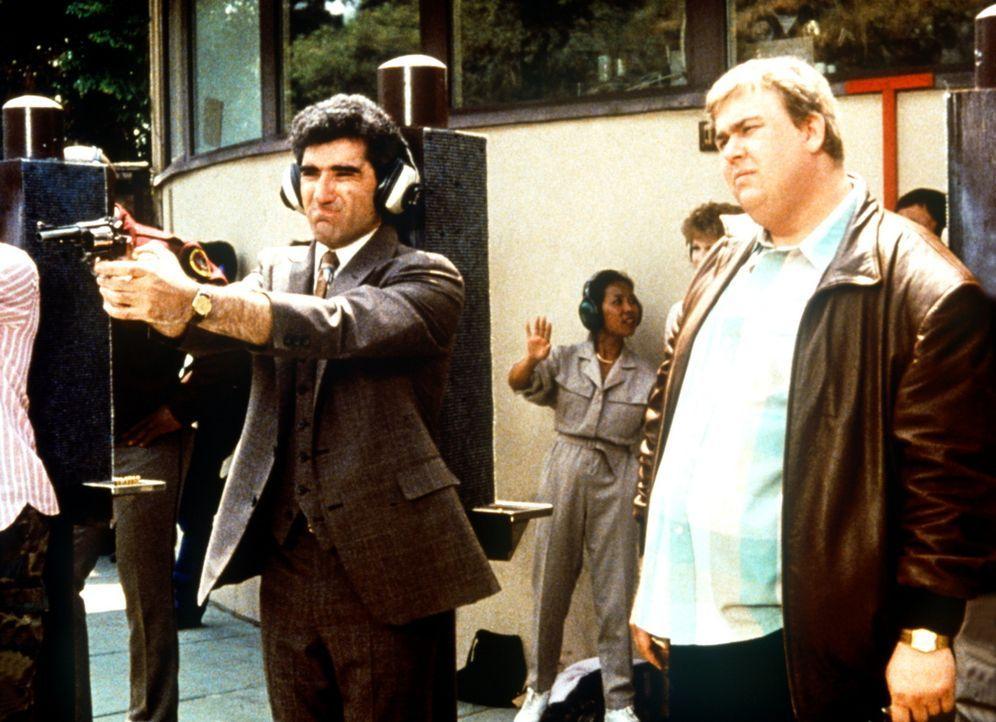 Bereits in der Schießausbildung offenbaren sich bei den Wachmännern Norman (Eugene Levy, l.) und Frank (John Candy, r.) gewisse Defizite ... - Bildquelle: Columbia Pictures