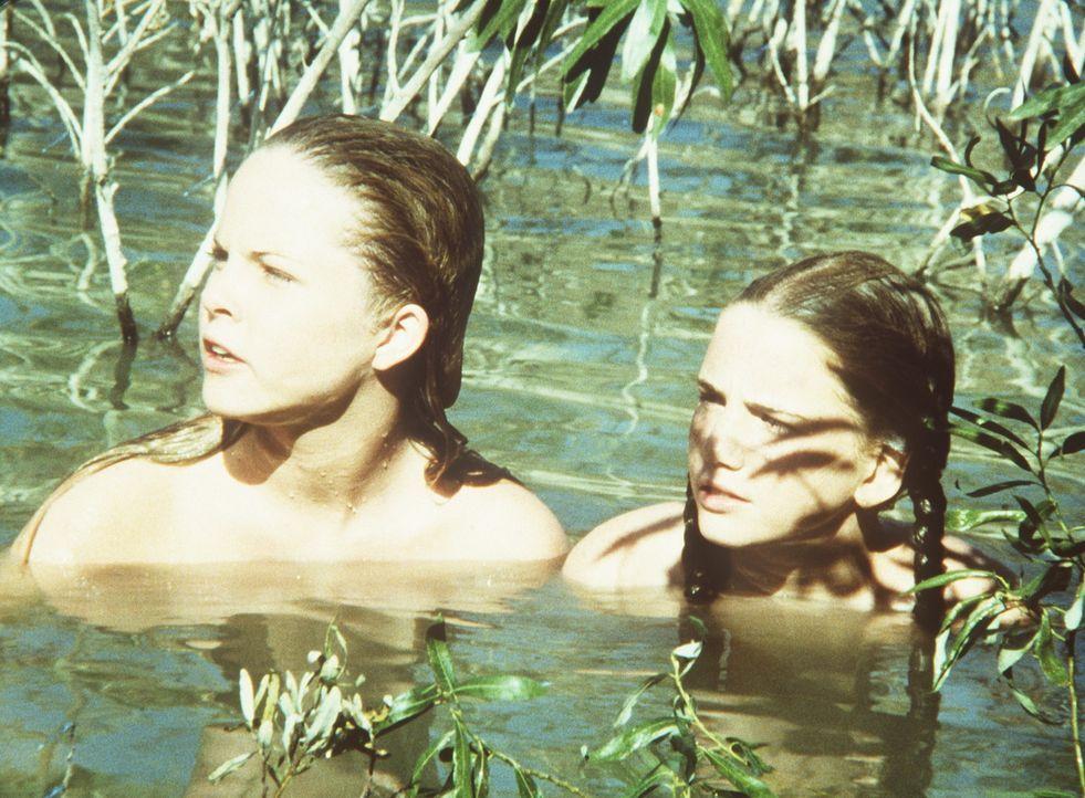 Mary (Melissa Sue Anderson, l.) und Laura (Melissa Gilbert, r.) sind mit Ellen Taylor zum Baden gegangen. Als sie wieder auftauchen, stellen sie fes... - Bildquelle: Worldvision