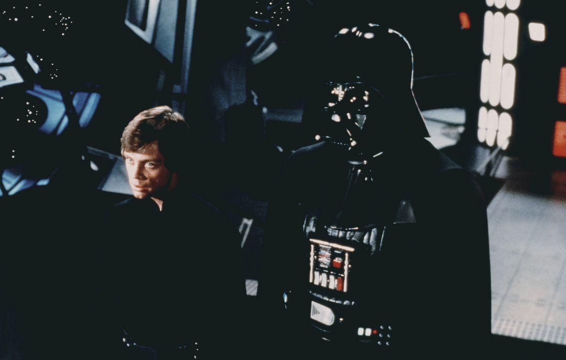 Luke Skywalker (Mark Hamill, l.) und sein Vater Darth Vader (David Prowse, r.) müssen sich der höchsten Instanz stellen ... - Bildquelle: Lucasfilm LTD. & TM. All Rights Reserved.