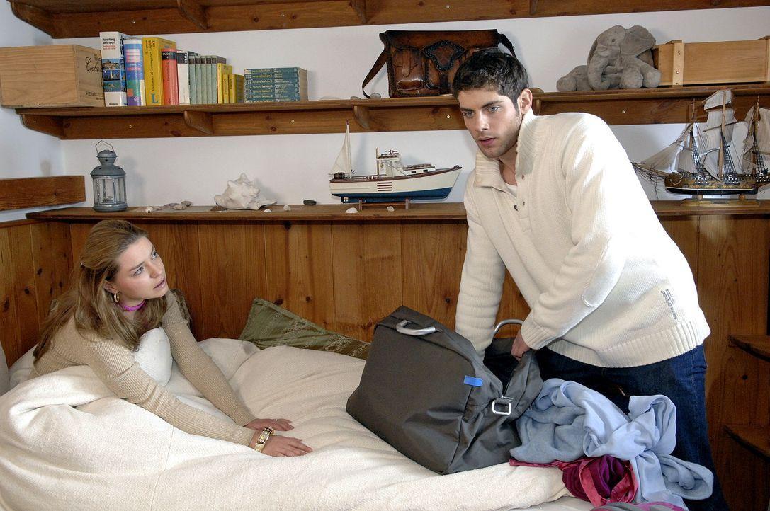 Auch Jonas behält den Kuss für sich. v.l.n.r.: Katja (Karolina Lodyga), Jonas (Roy Peter Link) - Bildquelle: Claudius Pflug Sat.1