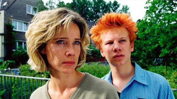Jan (Robert Stadlober, r.) und seine Stiefmutter Sonja Kessler (Ann-Kathrin K...