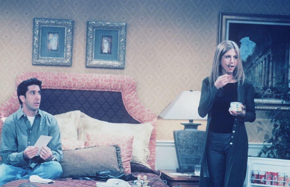 Ross (David Schwimmer, l.) und Rachel (Jennifer Aniston, r.) sitzen im Hotelzimmer fest, weil Rachels aufgemalter Schnurrbart sich nicht abwaschen l... - Bildquelle: TM+  2000 WARNER BROS.