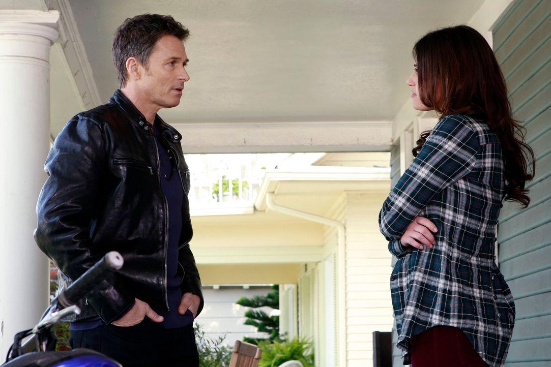 Auf Pete (Tim Daly, l.) kommen Probleme zu, da er Lisa (Idina Menzel, r.) gestehen muss, dass er eventuell der Vater von Violets Baby sein könnte ... - Bildquelle: ABC Studios