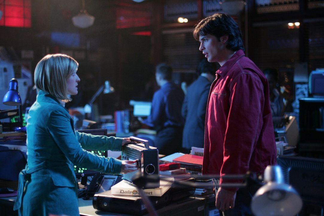 Der zurück zur Erde gekehrte Lex hat genau wie Clark (Tom Welling, r.) Superkräfte. Chloe (Allison Mack, l.) macht sich Sorgen ... - Bildquelle: Warner Bros.