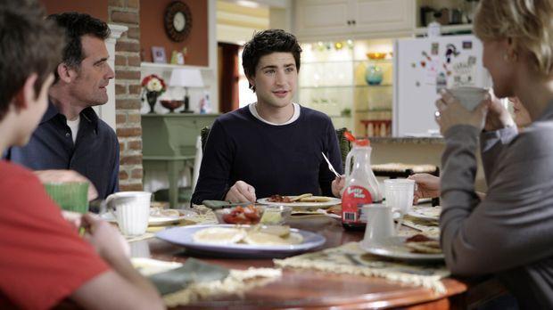 Eine (fast) perfekte Familie: Kyle (Matt Dallas, M.) mit seinen Pflegeeltern...