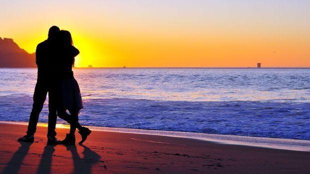 Paar-Strand-Sonnenuntergang-pixabay