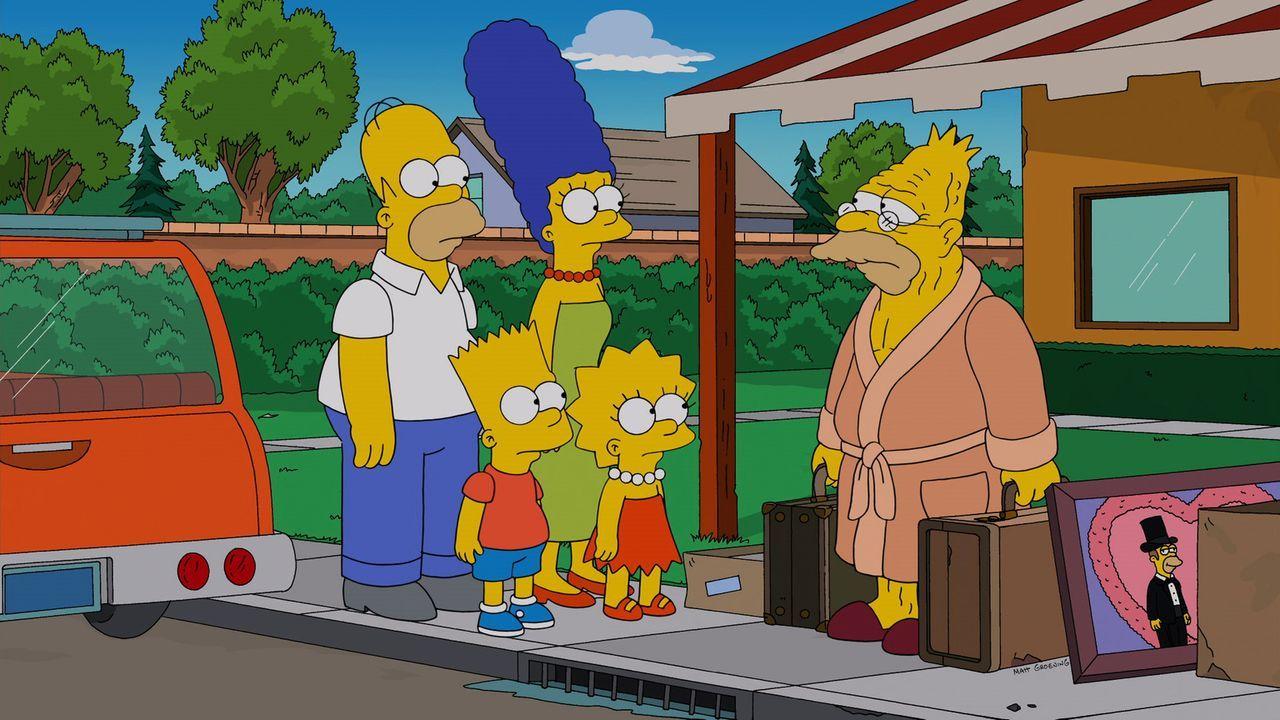 Homer (l.), Marge (3.v.l.), Bart (2.v.l.) und Maggie (4.v.l.) müssen Grampa (r.) wieder einmal bei sich aufnehmen, weil das Altersheim von Springfie... - Bildquelle: 2013 Twentieth Century Fox Film Corporation. All rights reserved.