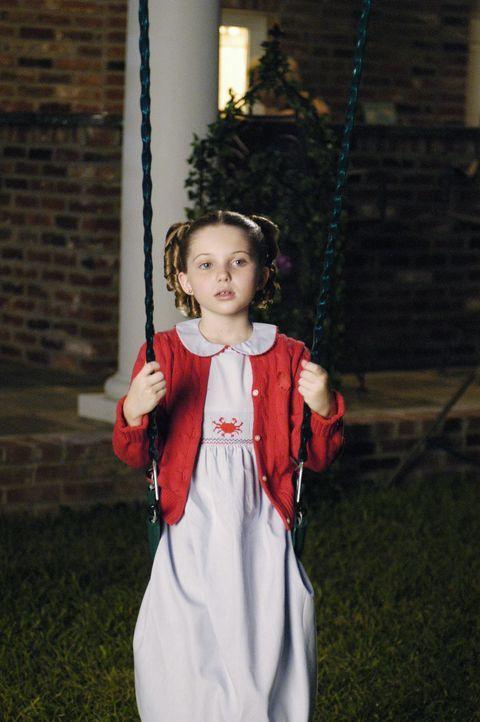 Verliert urplötzlich ihre Eltern und muss nun bei ihrer Halbschwester leben, die nichts als Partyfeiern im Kopf hat: Celia (Sammi Hanratty) ... - Bildquelle: ABC Family