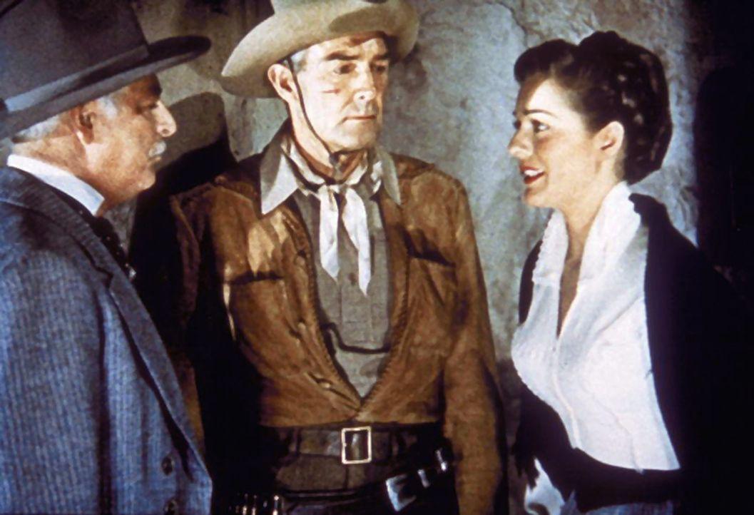 Die Bürger der Stadt glauben nicht an Larry Delongs (Randolph Scott, M.) Unschuld. Doch Doc Winkle (James Bell, l.) und Orissa Flynn (Joane Weldon,... - Bildquelle: Warner Bros.
