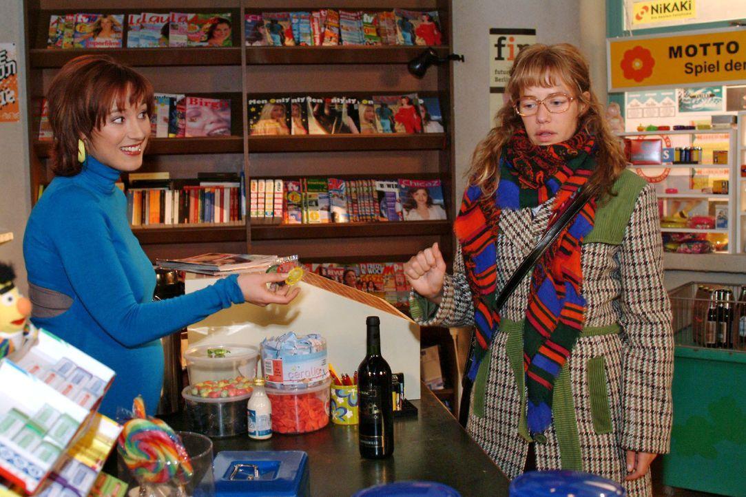 Yvonnes (Bärbel Schleker, l.) Reaktion auf Lisas (Alexandra Neldel, r.) bevorstehende, geheimnisvolle Verabredung mit einem Bekannten ist sehr dire... - Bildquelle: Monika Schürle Sat.1