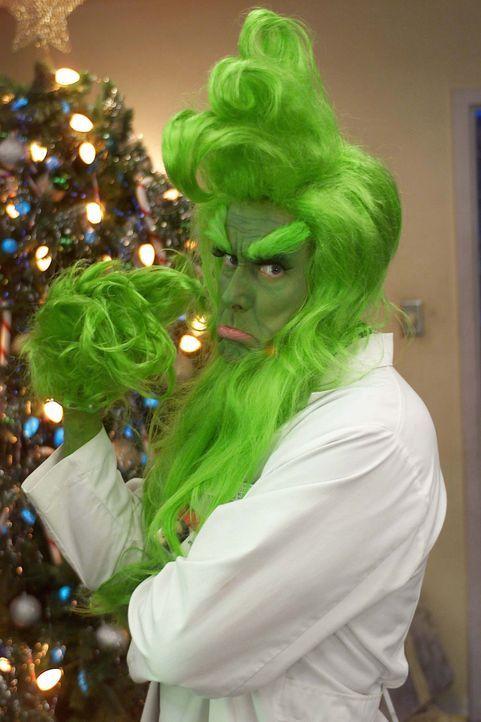 Dr. Cox (John C. McGinley) bemüht sich um eine tolle Weihnachtsstimmung ... - Bildquelle: Touchstone Television