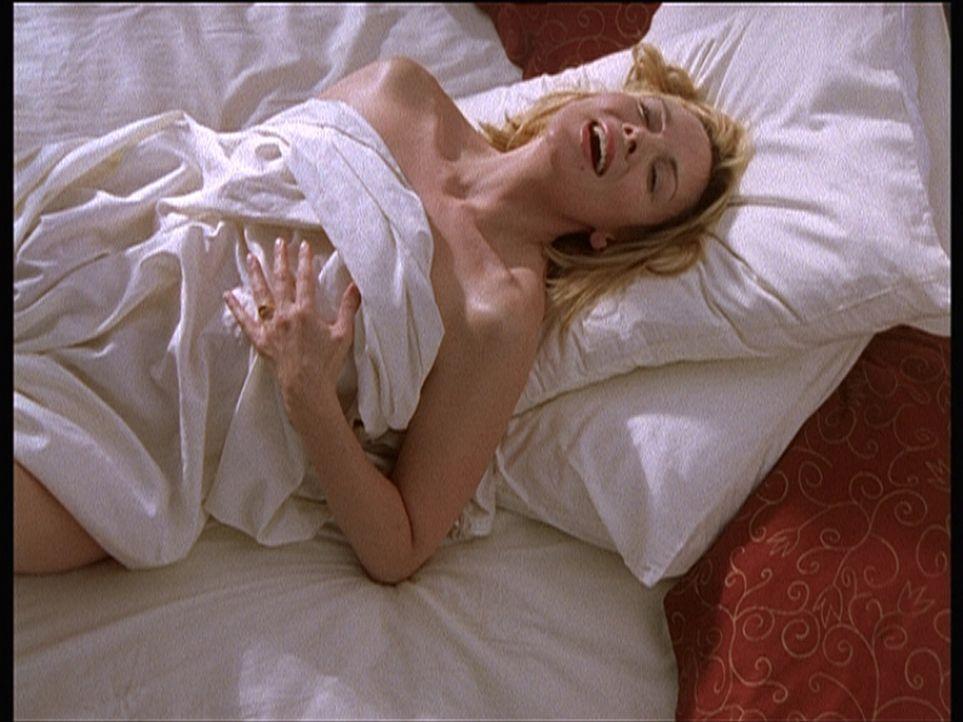 Samantha (Kim Cattrall) in religiöser Verzückung: Ein hübscher Franziskanermönch beflügelt ihre Fantasie. - Bildquelle: Paramount Pictures