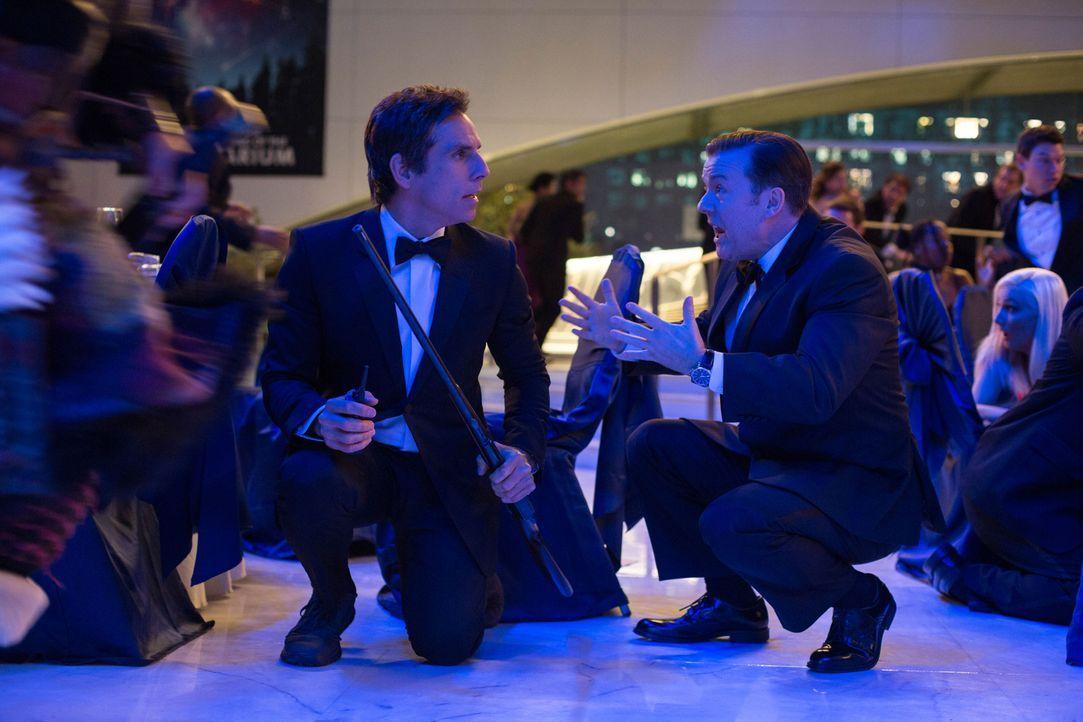 Larry (Ben Stiller, l.) ist zufrieden: Die verzauberten Museumsbesucher konnten ihre allnächtliche Lebendigkeit erfolgreich als Special-Effect-Show... - Bildquelle: 2014 Twentieth Century Fox Film Corporation.  All rights reserved.