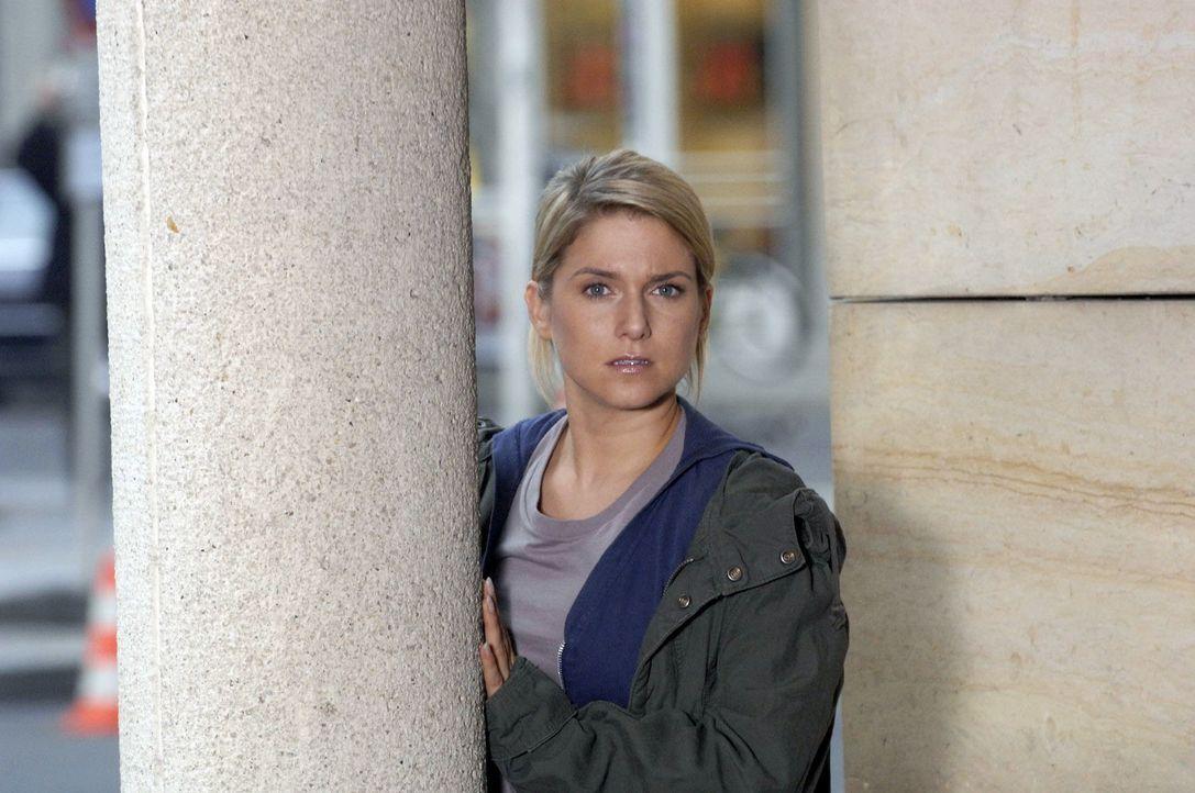 """Anna (Jeanette Biedermann) versucht einen günstigen Moment abzupassen, um Lord Lanford von dem neuen Konzept zu überzeugen und hofft, dass """"Broda &... - Bildquelle: Claudius Pflug Sat.1"""