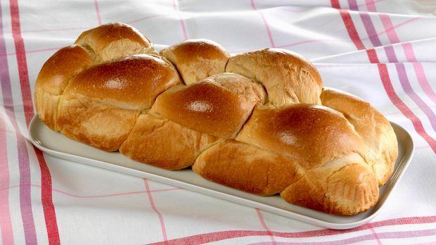 Hefezopf kuchen aus hefeteig backen nach rezept for Kuchen zusammenstellen programm