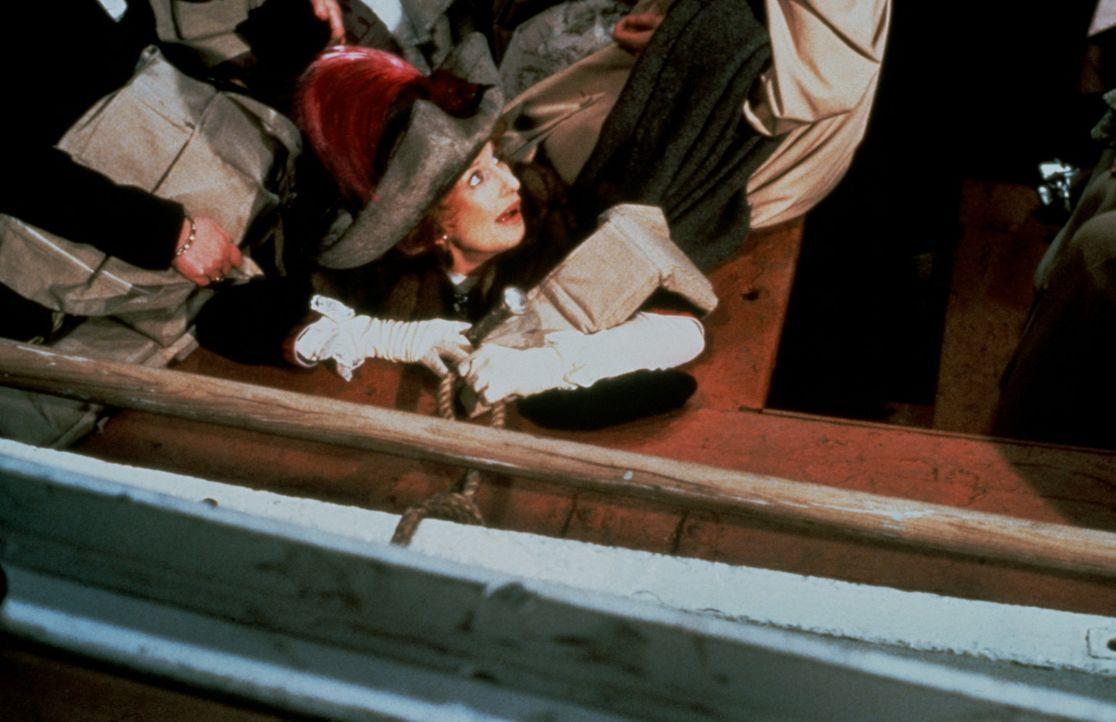 Die extravagante Molly Brown (Cloris Leachman, M.) hat gerade noch einen Platz auf dem Rettungsboot ergattert ... - Bildquelle: American Broadcasting Company