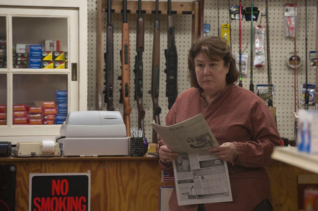 """Mags Bennett (Margo Martindale) denkt gar nicht daran, ihre Grundstücke an die Firma """"Black Pike Mining"""" zu verkaufen, was sie allen deutlich zu ve... - Bildquelle: 2011 Sony Pictures Television Inc. and Bluebush Productions, LLC. All Rights Reserved."""