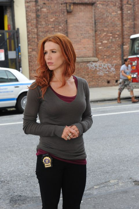 who is carrie dating on unforgettable