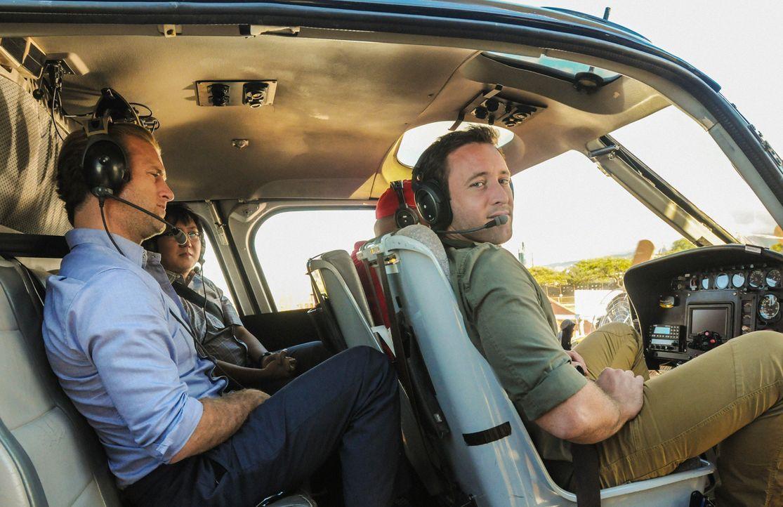 Als ein Boot einer Firma in die Luft gesprengt wird, die Hai-Touren für Touristen anbietet, und dabei ein Mensch ums Leben kommt, beginnen Steve (Al... - Bildquelle: 2013 CBS Broadcasting, Inc. All Rights Reserved.