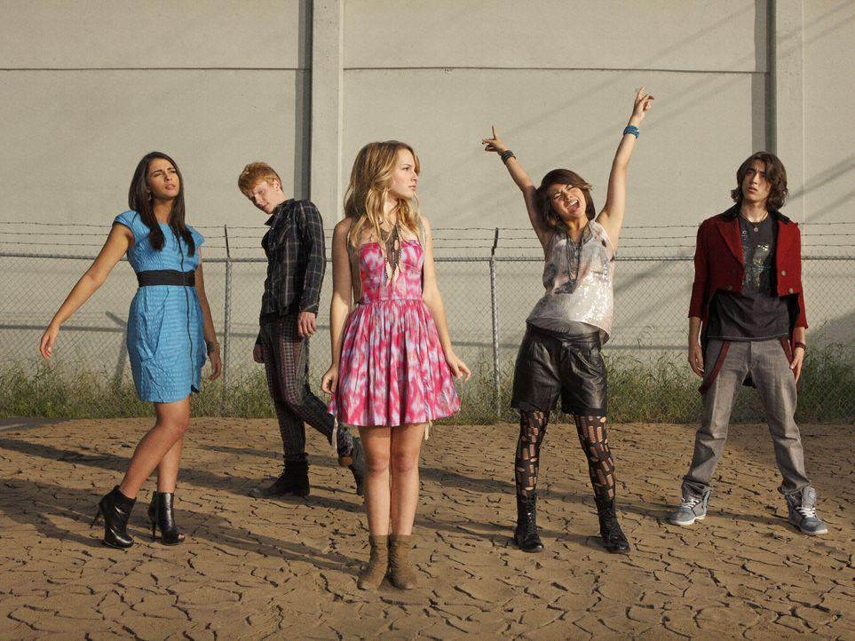 Haben eine große Fangemeinde: (v.l.n.r.) Mo (Naomi Scott), Wen (Adam Hicks), Olivia (Bridgit Mendler), Stella (Hayley Kiyoko) und Charlie (Blake Mi... - Bildquelle: Disney Media Distribution