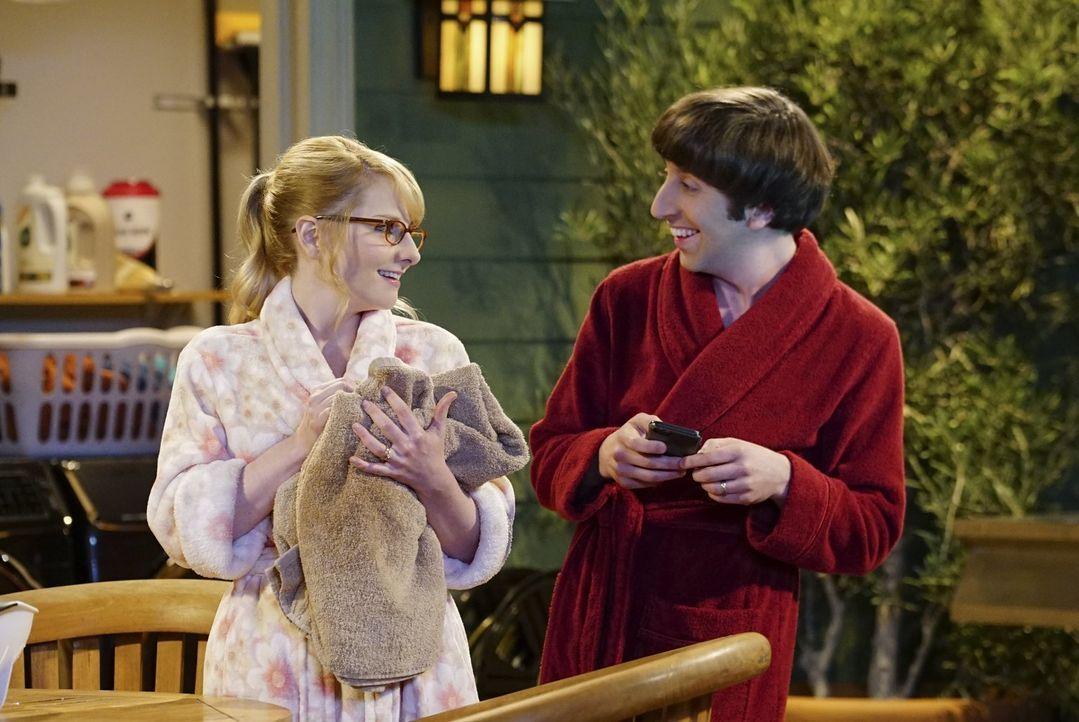 Werden am Valentinstag zu Lebensrettern von einem Hasen: Howard (Simon Helberg, r.) und Bernadette (Melissa Rauch, l.) ... - Bildquelle: 2015 Warner Brothers