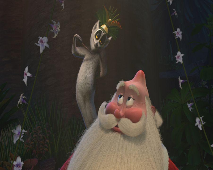 """Julian (l.) erklärt dem Weihnachtsmann (r.), was es mit dem """"Julianuar"""", dem Tag, an dem ihm alle Lemuren etwas schenken, auf sich hat ... - Bildquelle: United International Pictures (UIP)"""