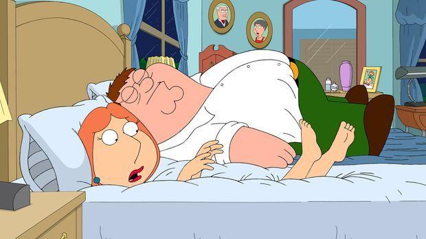 Lois (l.) ist mit ihrer Matratze nicht mehr zufrieden. Sie kauft eine neue un...