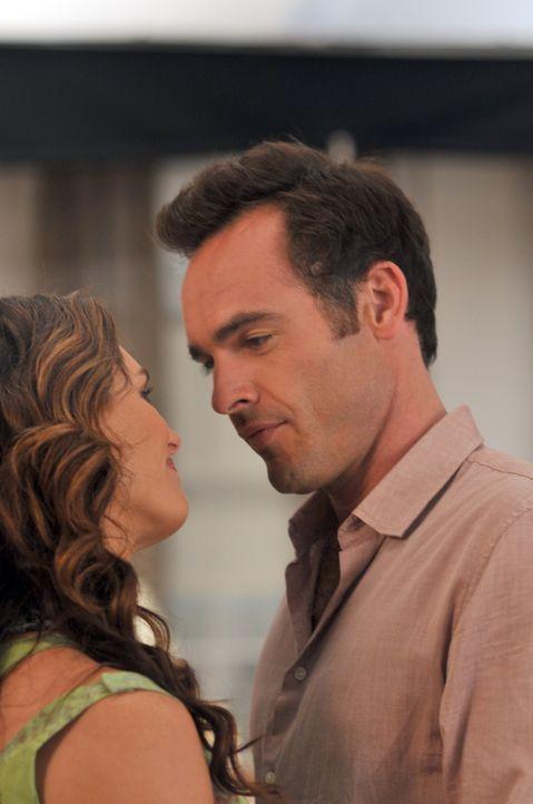 Sind glücklich miteinander: Shane (Paul Blackthorne, r.) und Wendy (Brooke Shields, l.) ... - Bildquelle: NBC, Inc.