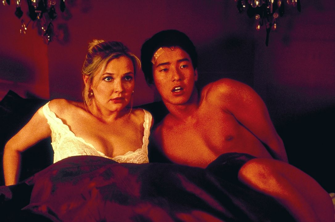 Sind Japaner wirklich die besseren Liebhaber? Peters Ehefrau Anna (Katharina Schubert, l.) beginnt eine leidenschaftliche Affäre mit dem schüchter...