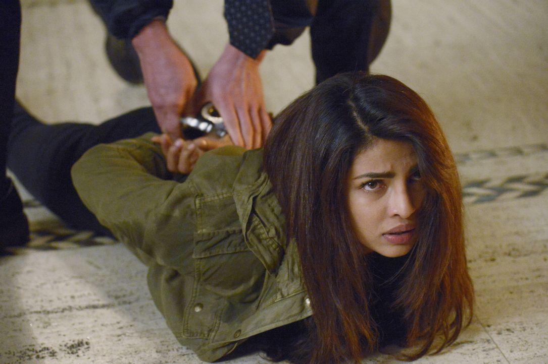 Alex (Priyanka Chopra) wurde festgenommen - doch wie wird es mit ihr jetzt weitergehen? - Bildquelle: Philippe Bosse 2015 ABC Studios
