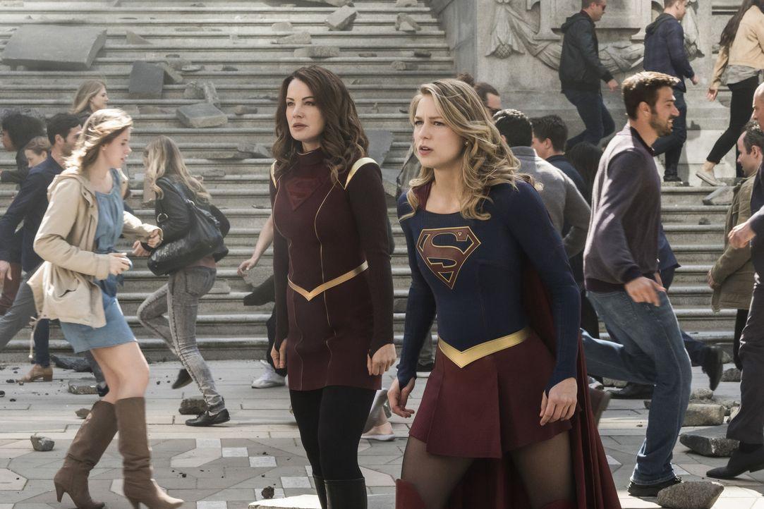Können Alura (Erica Durance, l.), Kara alias Supergirl (Melissa Benoist, r.) und ihre Freunde die Welt und die Menschheit retten? - Bildquelle: 2017 Warner Bros.