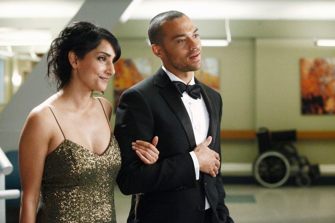 Kommen sich näher: Dr. Mara Keaton (Rebecca Hazlewood, l.) und Jackson (Jesse Williams, r.) ... - Bildquelle: ABC Studios