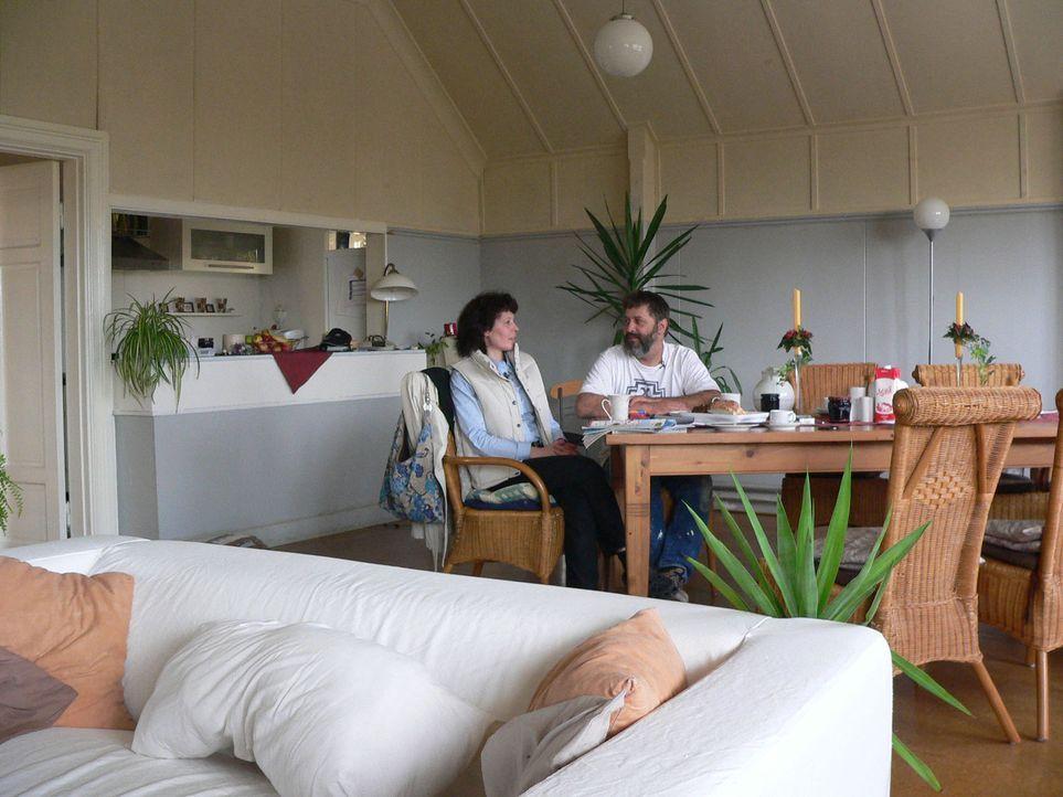Familie Grundel hat in Schweden ein Schnäppchen gemacht. Bernd und Heliane haben 2007 über das Internet ein altes Schulhaus äußerst günstig gekauft. Sie wollen darin Ferienwohnungen einrichten.